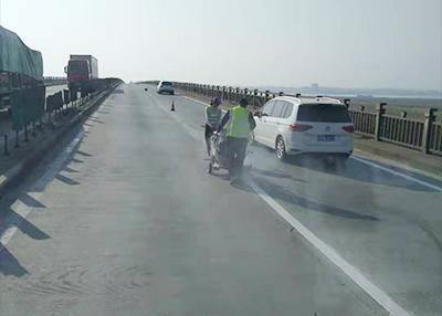 205国道标线翻新